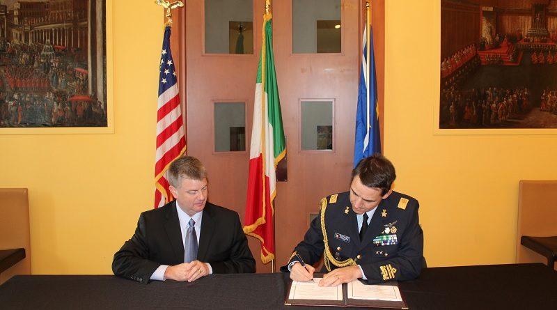 Accordo AMI - Generale di Divisione Aerea Stefano Cont e Mike Moses Presidente di Virgin Galactic