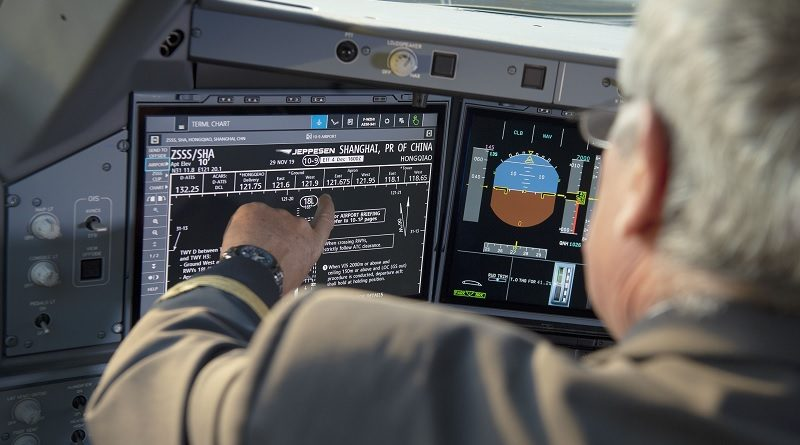 Airbus A350 display touchscreen cockpit