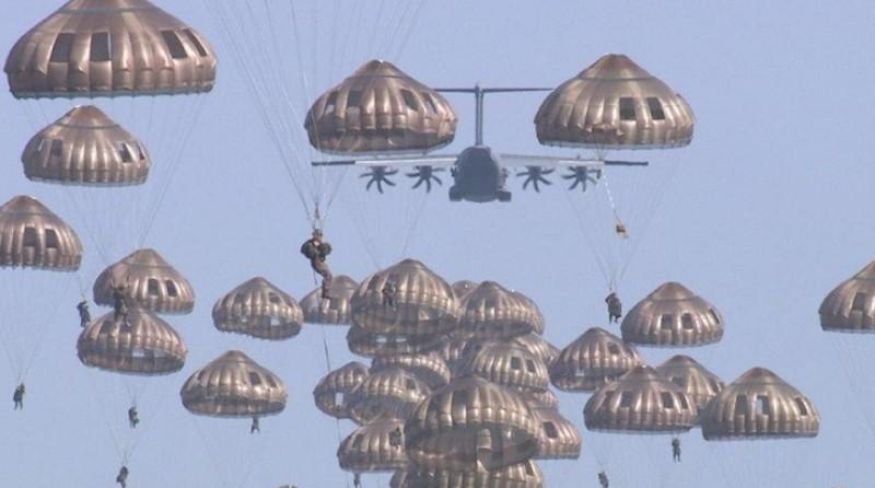 Airbus A-400M dispiegamento simultaneo di paracadutisti - militare aviolanci - Spazio-News Magazine