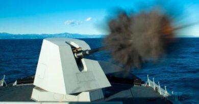 Leonardo SpA cannone sistemi arma navali OTO 127_64 LightWeight - LW Vulcano Spazio-News Magazine